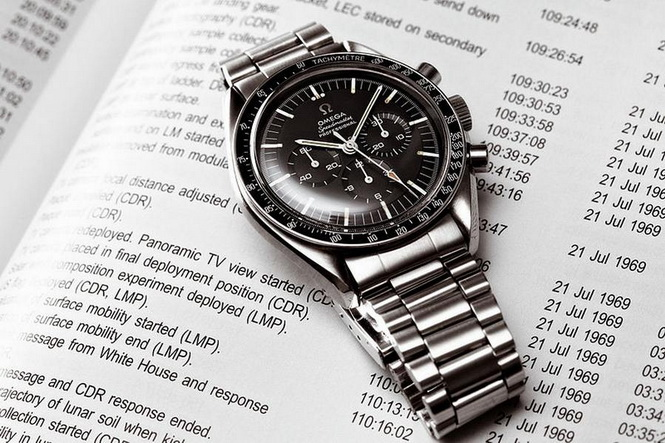 Omega-Speedmaster-Dark-Side-of-the-Moon-3